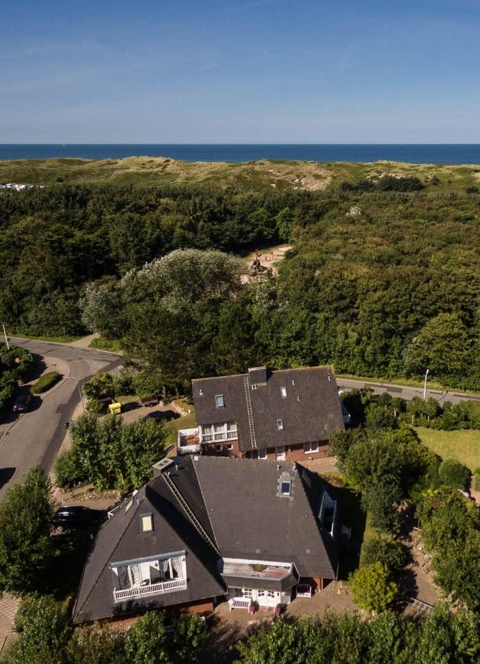 Luftaufnahme unseres Hotels am Südwäldchen in Strandnähe